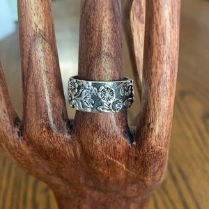 A silver toned floral ring in a size 8